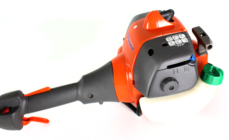 128LD-BRC-RB�Husqvarna 128LD 28cc Gas Line Grass Lawn Trimmer (Refurbished)